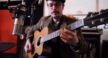 Video thumbnail of a youtube video of Marc Wencelius playing one of Théo Kazourian's guitar